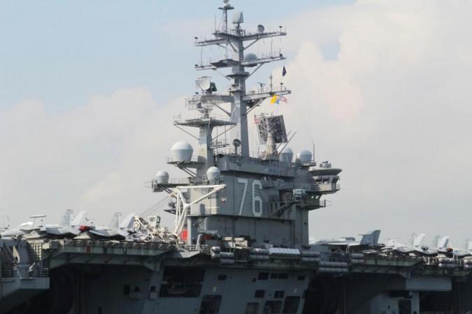 FILE FOTO: US Navy vliegdekschip USS Ronald Reagan wordt gezien tijdens zijn bezoek aan Hong Kong, China op 21 november 2018. REUTERS / Yuyang Wang