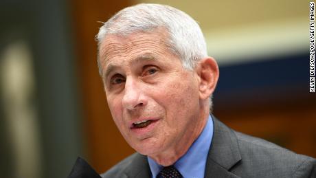 Fauci zegt dat het Covid-19-vaccin de VS mogelijk niet immuniteit zal geven als te veel mensen weigeren het te krijgen