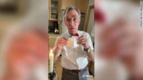 Bill Nye legt uit waarom we allemaal een gezichtsmasker moeten dragen