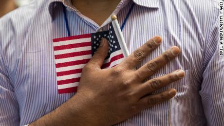 Een tekort van 1 miljard dollar, verlof zou het Amerikaanse immigratiesysteem kunnen stoppen