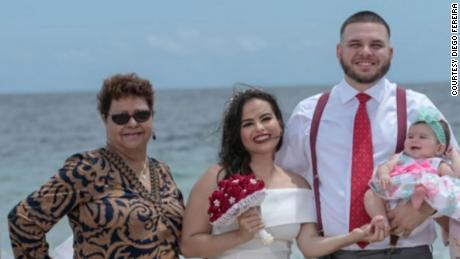 Fereira met zijn vrouw, dochter en grootmoeder Hortencia Laurens (links).
