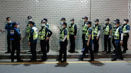 Honderden politieagenten zijn donderdagavond ingezet om de burgemeester te vinden.