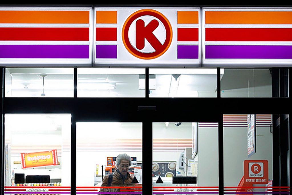 Circle K-eigenaar die vissen om benzinestations te verkopen tijdens een Speedway-deal