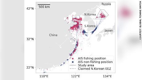 Deze afbeelding van Global Fishing Watch toont de locatie die wordt uitgezonden door alle schepen die zijn geïdentificeerd als waarschijnlijke vissersschepen die binnen de geclaimde exclusieve economische zone van Noord-Korea varen in 2017 en 2018.