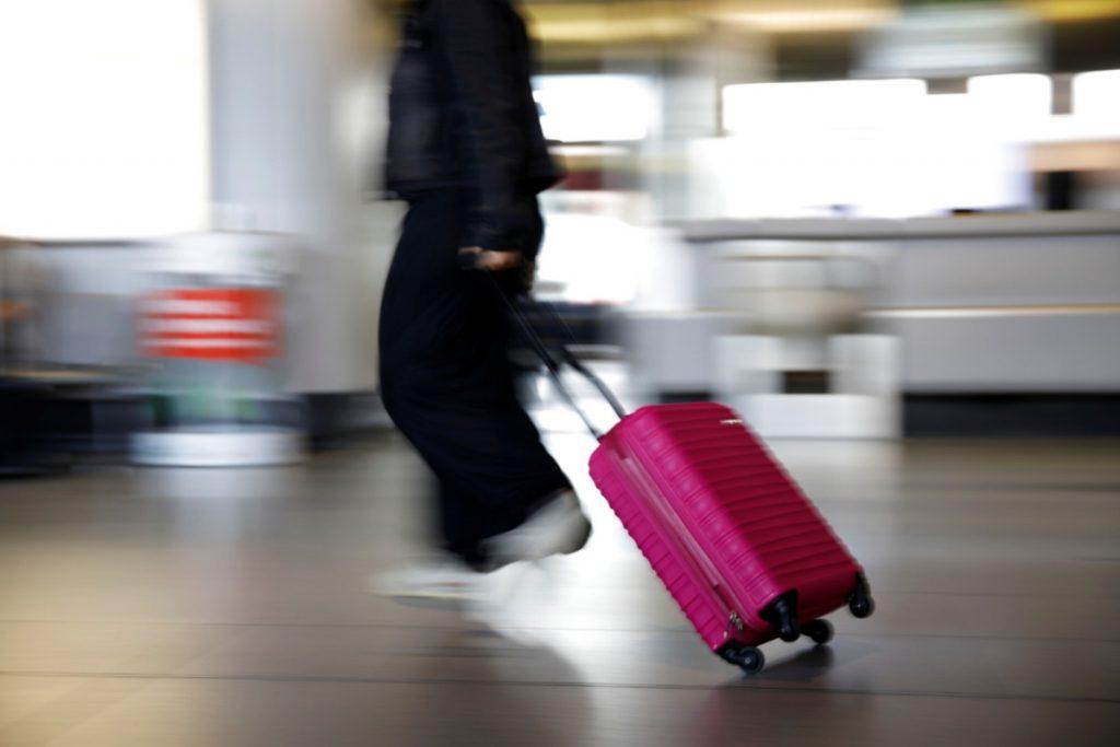 Er is geen 'nulrisico' in het verminderen van reisbeperkingen, zegt de WHO