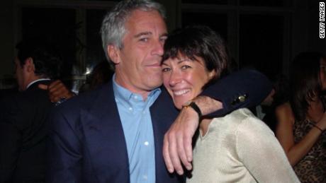 Ghislaine Maxwell klaagt het landgoed van Jeffrey Epstein aan om haar juridische en beveiligingskosten te betalen