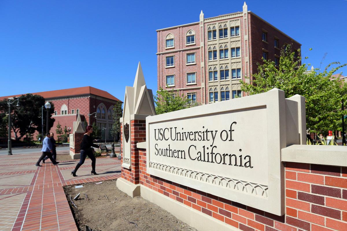 Het Californische echtpaar stemt in met schuldbekentenissen in oplichting op school
