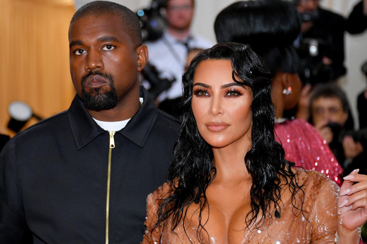 Kim Kardashian verdedigt Kanye West te midden van bipolaire tirades op Twitter