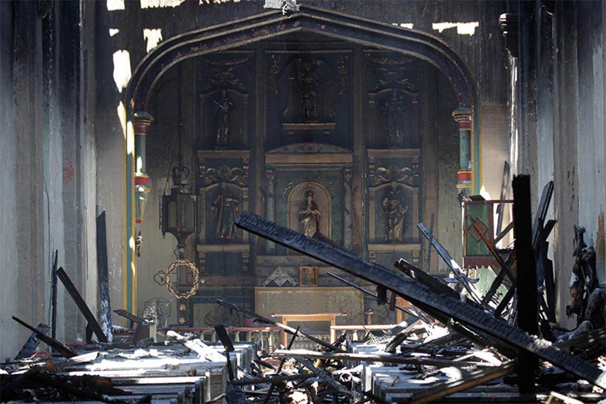 Missie San Gabriel vernietigd door brand in de vroege ochtend