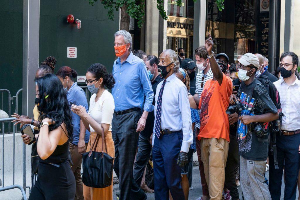 NYC staat marsen van Black Lives Matter toe ondanks het verbod op grote evenementen
