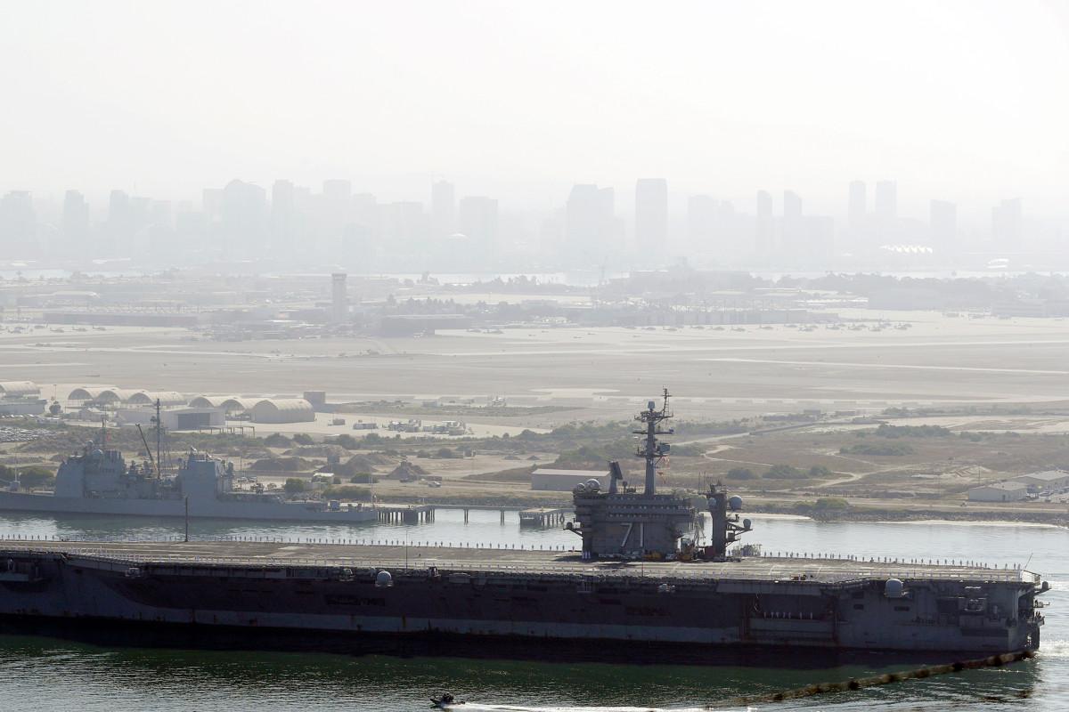 Omsingelde USS Theodore Roosevelt keert terug naar de VS na een COVID-19-uitbraak