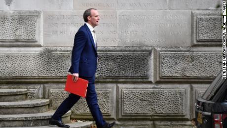 Britse minister van Buitenlandse Zaken waarschuwt dat China niet te vertrouwen is & # 39; terwijl Londen de sanctiewet in Magnitsky-stijl aanneemt