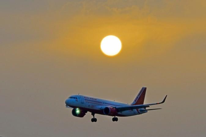 Het Air India-vliegtuig dat de eerste reis vanuit Lucknow vliegt,