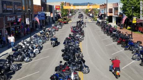 Een motorrally die tienduizenden toeristen naar een kleine stad in South Dakota brengt, staat op het punt te beginnen