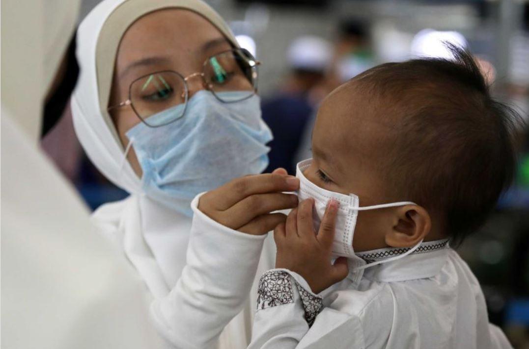 US sets record as coronavirus cases top 50,00,000
