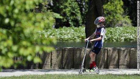 Volgens het rapport is het aantal gevallen van Covid-19 bij Amerikaanse kinderen de afgelopen vier weken met 90% gestegen