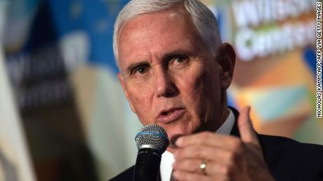 Pence zegt dat opperrechter John Roberts een & # 39; teleurstelling & # 39;  aan conservatieven