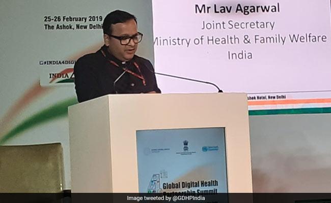 Lav Agarwal, die de briefings van het ministerie van Volksgezondheid leidde, test positief