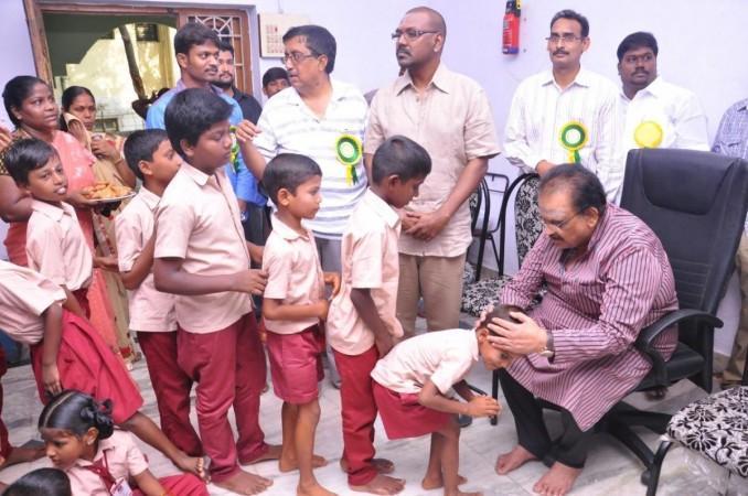 SPB in het weeshuis van Raghava Lawrence