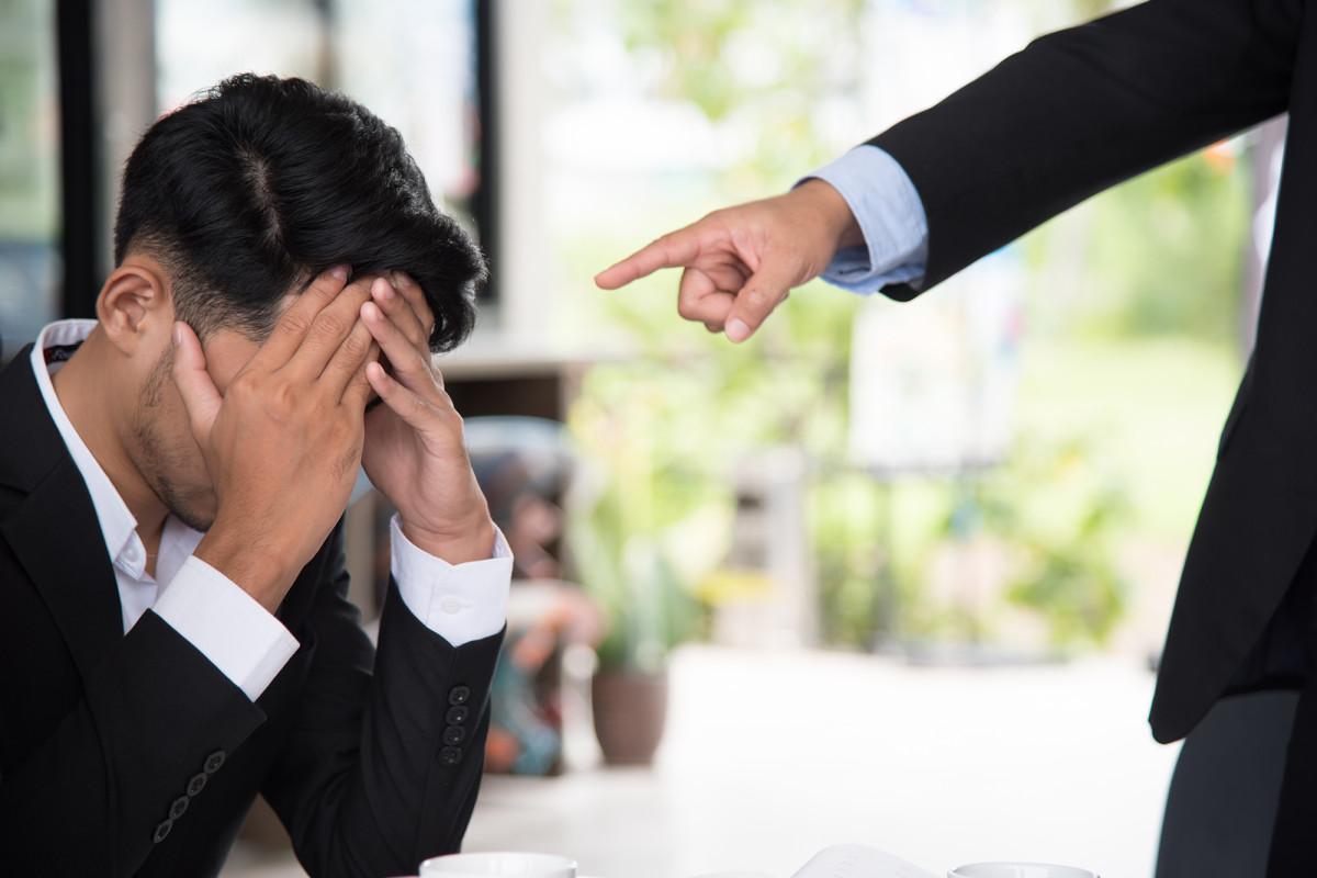 Hoe je de leiding krijgt over een giftige werkplek met een vreselijke baas