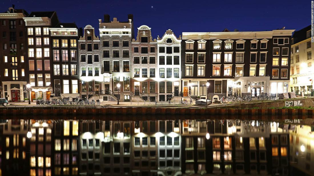 Amsterdam is al jaren aan het instorten. Nu betaalt het de prijs