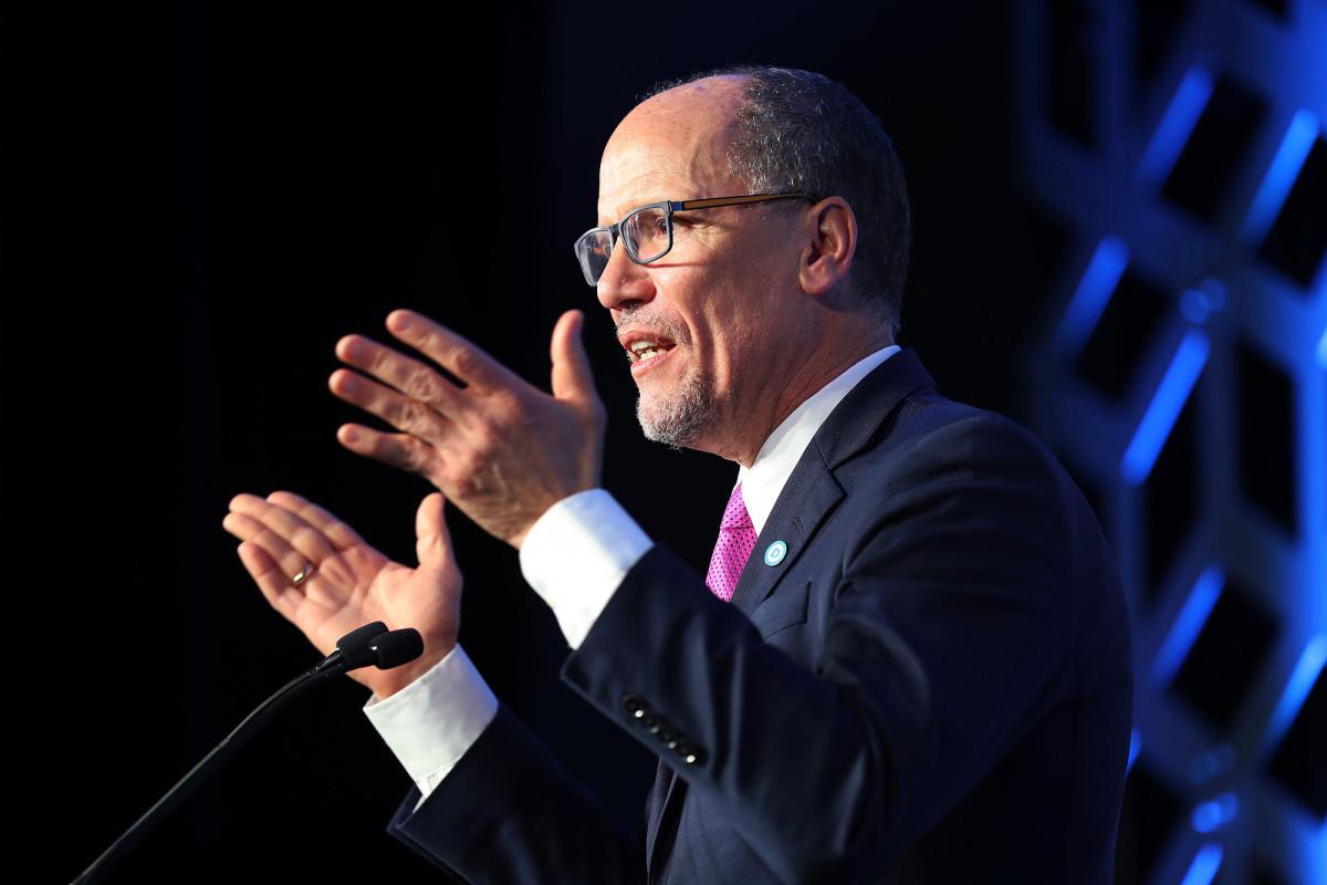 DNC-voorzitter zegt dat caucuses moeten eindigen na het debacle in Iowa in 2020