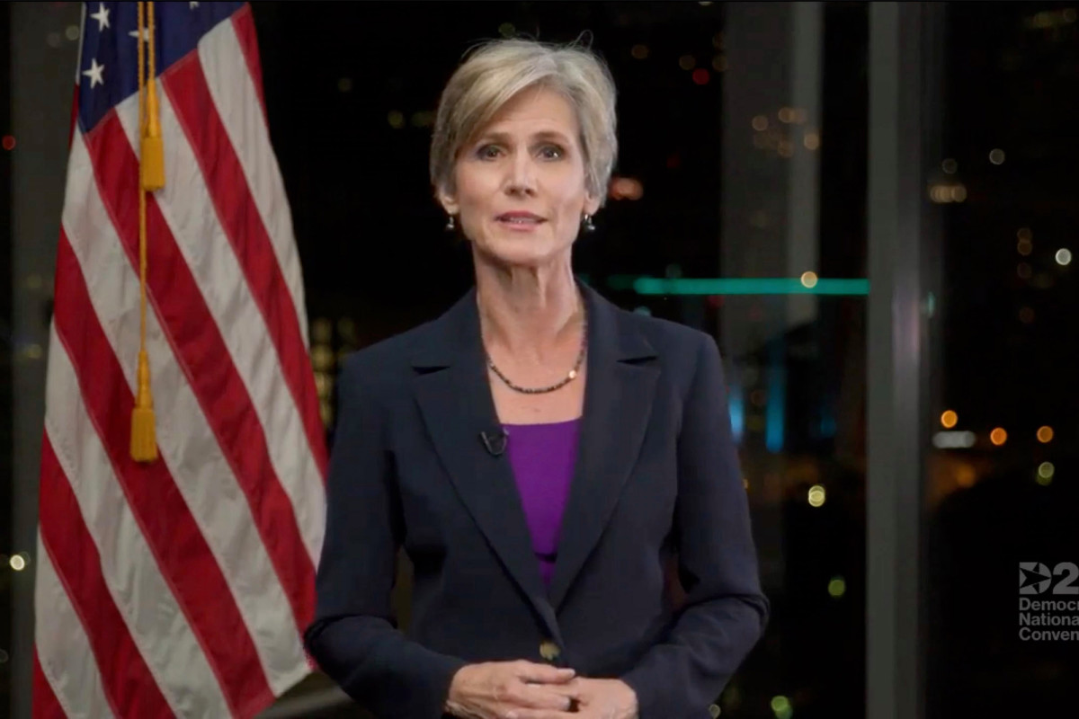 Sally Yates beschuldigt Trump van 'kruipend' over Poetin in spraak