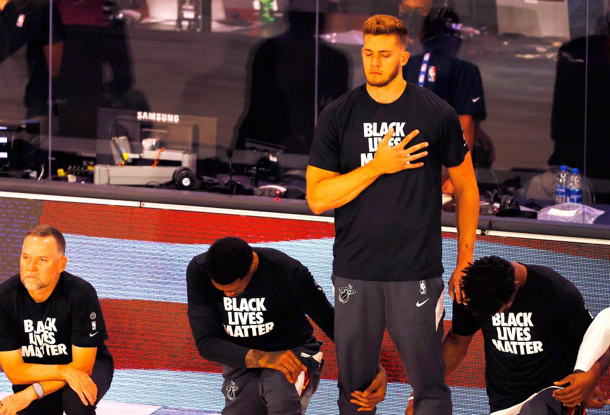 Black Lives Matter-ondersteunende NBA-speler staat voor anthem