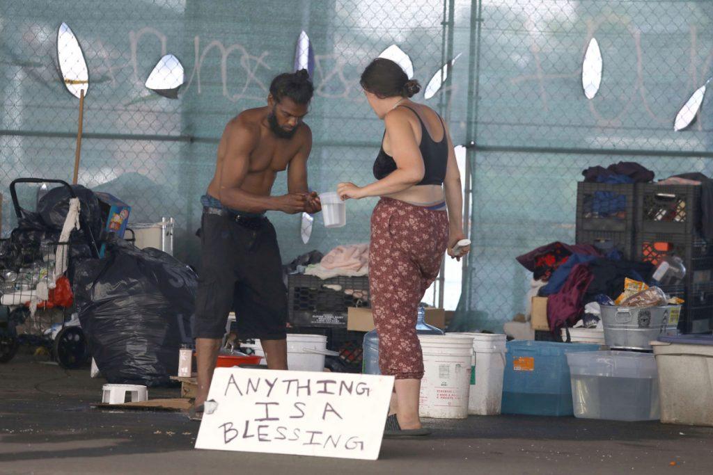 Dakloze kampementen laten zien dat de 'soft love'-benadering van NYC mislukt