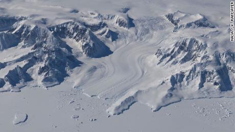 De opwarming van de oceaan veroorzaakt enorm verlies van ijskappen in Groenland en Antarctica, blijkt uit NASA-studie