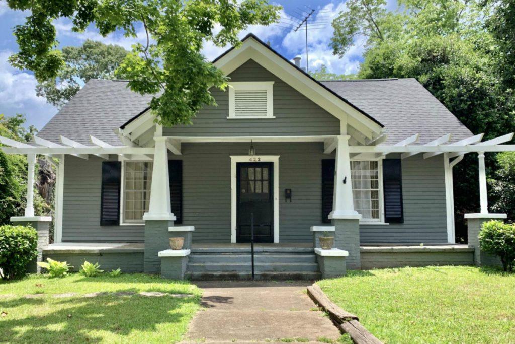Dit Georgia-huis is gratis, maar heeft een grote vangst