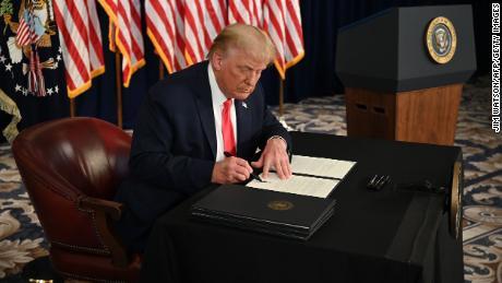 Trump denkt dat hij enorme nieuwe krachten heeft gekregen. Nu gaat hij ze gebruiken